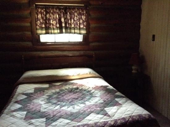 Seneca Lodge: Bedroom 1 4 bed log cabin