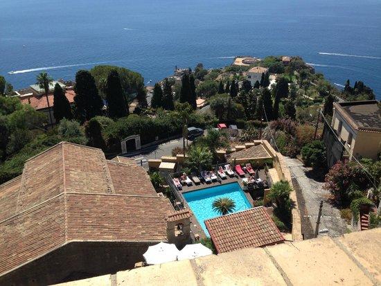 Hotel Villa Carlotta : Vista dalla terrazza, con piscina hotel