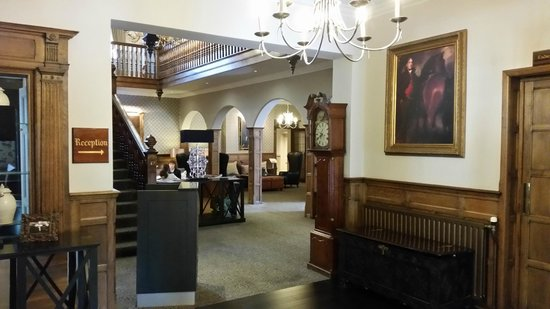 Macdonald Berystede Hotel & Spa: Just inside the entrance