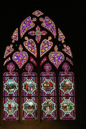Cathédrale Saint-Corentin : Cathedrale St-Corentin Buntglasfenster