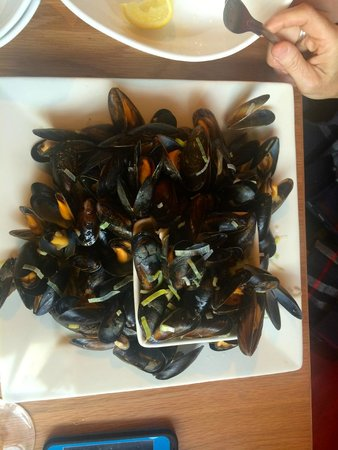Oscar's Seafood Bistro: 1 KG of mussels