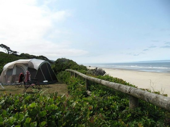 Tillicum Beach Park: Tent-camping on the bluff at Tillicum