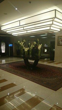Gloria Hotel Dubai: Lobby