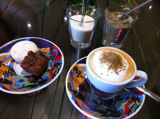 Dame Nature : Caffé con dolcetti.