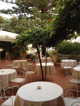 Romantic Hotel & Restaurant Villa Cheta Elite: terrazza per la colazione