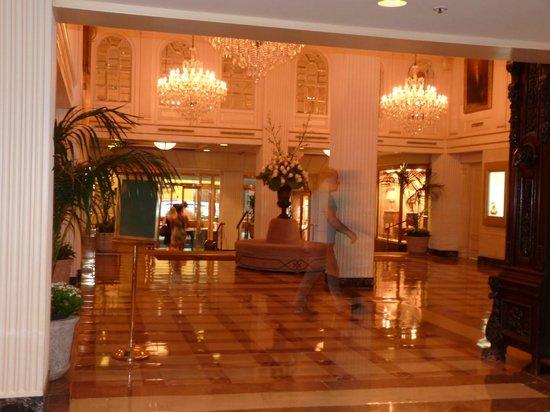 Hotel Monteleone: The lobby