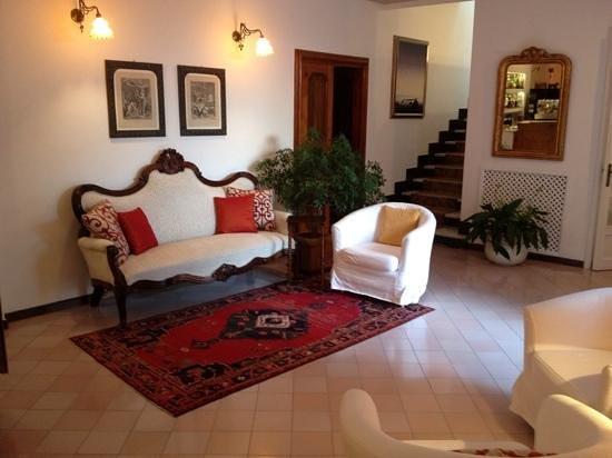 Romantic Hotel & Restaurant Villa Cheta Elite: Bar e salottino