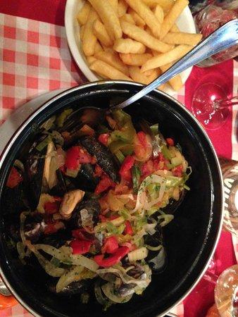 La Villette : Mussels and Fries