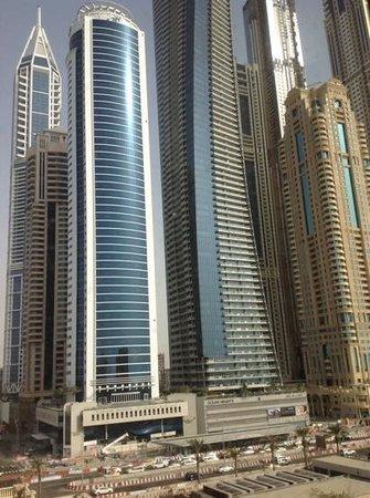 The Westin Dubai Mina Seyahi Beach Resort & Marina: vista dalla spiaggia
