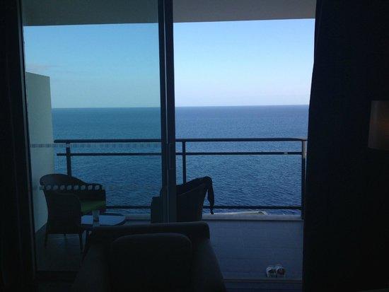 Vidamar Resort Madeira : Balcon avec vu sur mer.