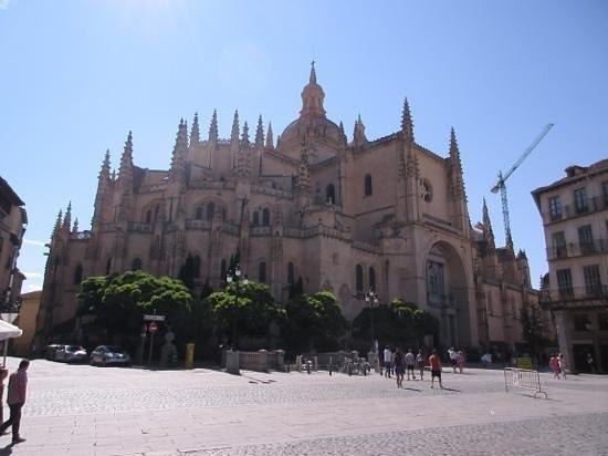Catedral de Segovia: from the main square