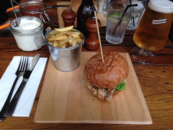The Old Crown Public House: Burger