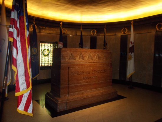 Lincoln Tomb & War Memorials: The Lincoln Arkansas stone