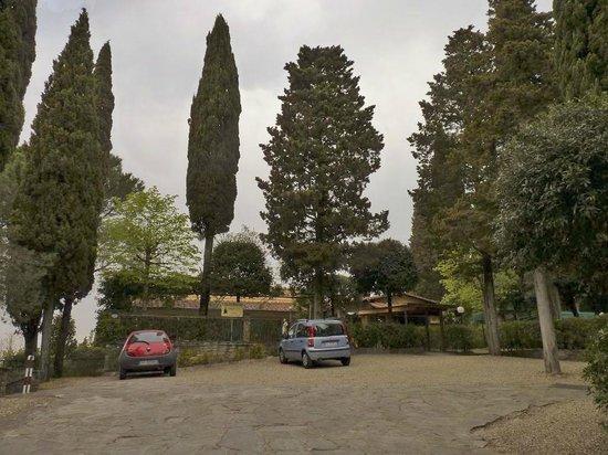 Villa dei Bosconi : El hotel y la playa de estacionamiento