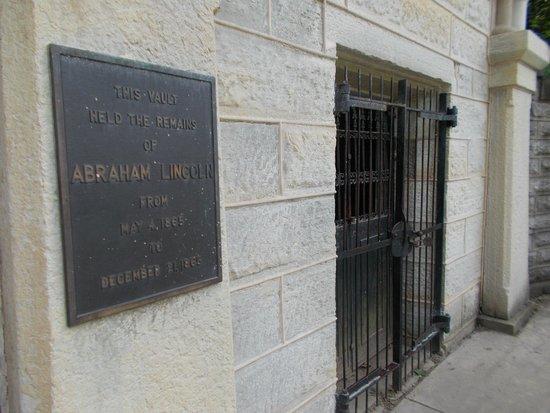 Lincoln Tomb & War Memorials: The receiving vault