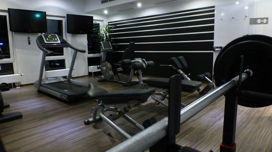DORMERO Hotel Frankfurt: Fitness center - Gym