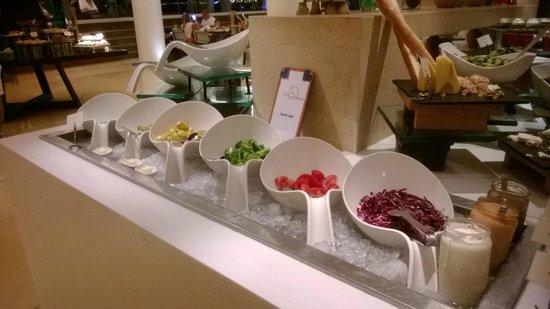 Kempinski Hotel Aqaba Red Sea: Salad bar