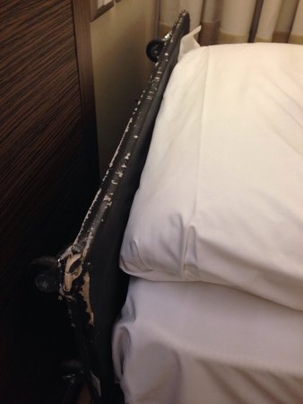 Ramada Plaza Milano: Queste sono le condizioni di un letto aggiunto...HOTEL 4 STELLE!!