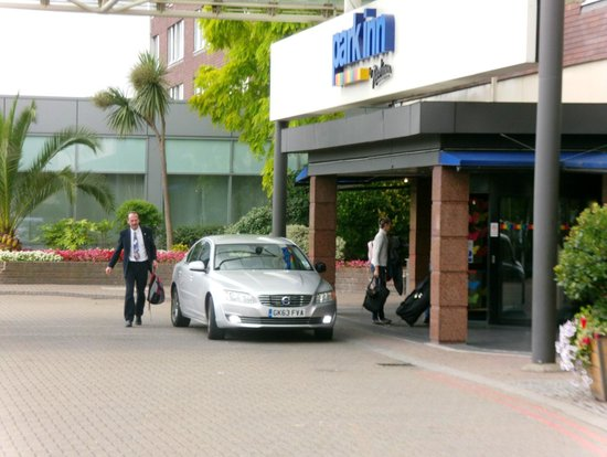 Park Inn Hotel & Conference Center London Heathrow : Entrance Area
