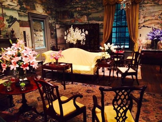 Winterthur Museum, Garden & Library: living room with American Antiques