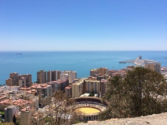 Castillo de Gibralfaro : vue du port de Malaga