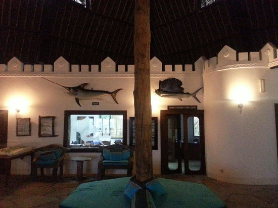 Hemingways Watamu: Reception area