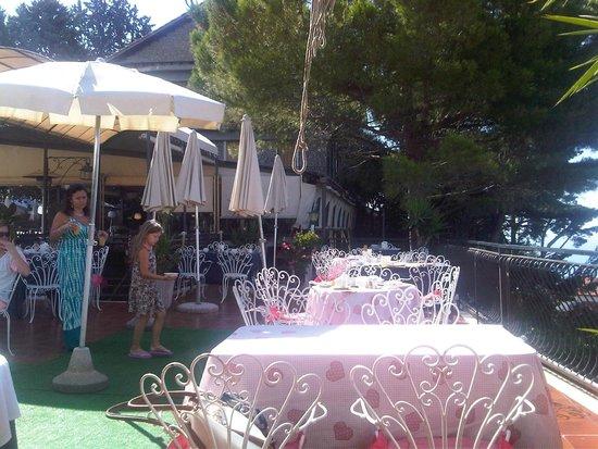 La Riserva di Castel d'Appio : terrace used for breakfast and lunch