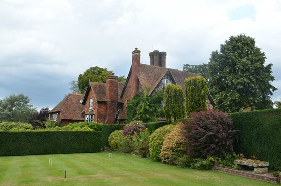 Marle Place Gardens and Gallery: The house and garden