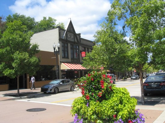 Cru Bistro Downtown: Outdoor entrance across street