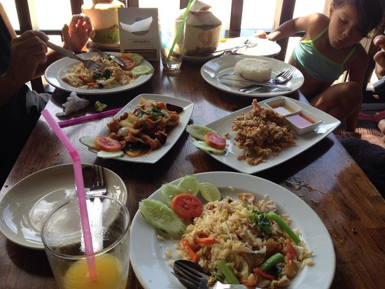 Salad Hut Bungalows: The food