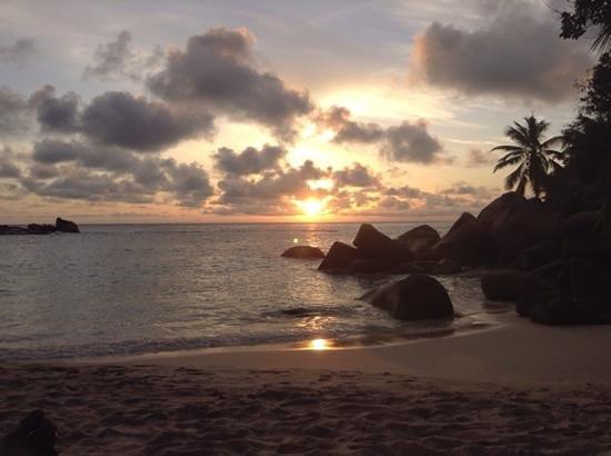 Constance Lemuria: coucher de soleil anse Kerlan