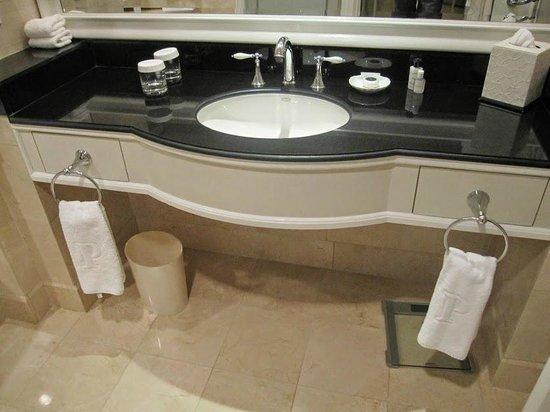 The Peninsula New York : Bathroom
