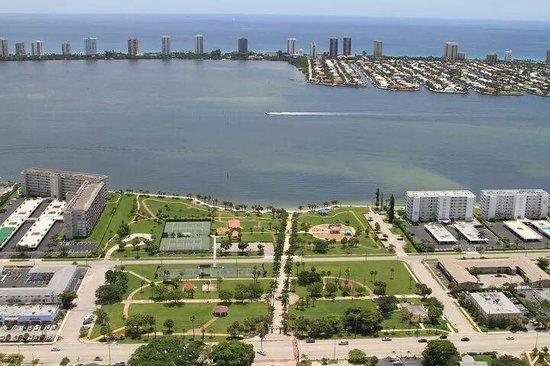 Lake Park Tennis Center