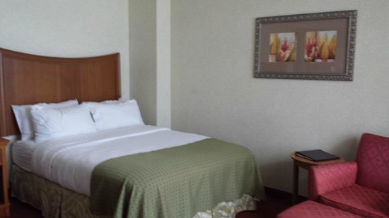 Holiday Inn Resort Wrightsville Beach: Comfy bed