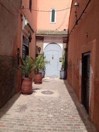 Riad Shemsi: Entrada al Riad. Así son las callejuelas