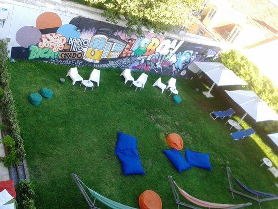 Lisb'on Hostel: jardin de l'auberge de jeunesse