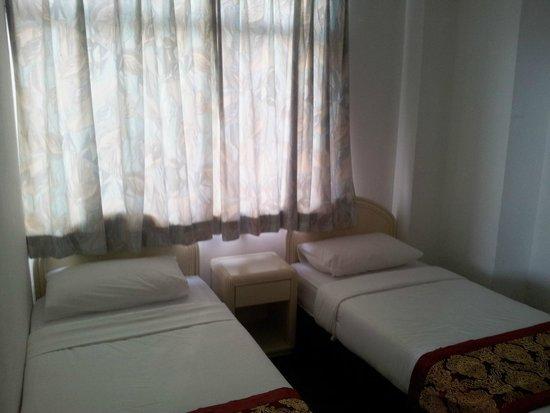 Mahkota Hotel Melaka: 2 lits simples chambre des enfants