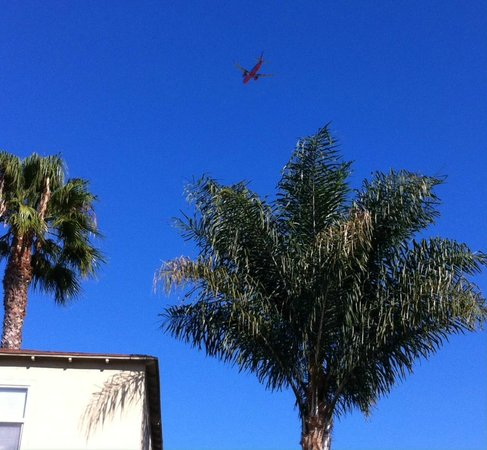 Hostelling International San Diego, Point Loma : Loud Airplanes