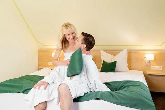 Schlafzimmer mit Wasserbett in der Wellness-Suite - Bild von ...