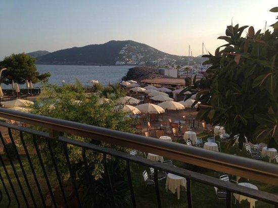 Catalonia Ses Estaques: Poolside view - 1st floor