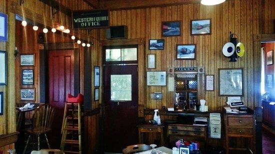 Sullivan Station Restaurant: Railroad memorabilia all over the walls