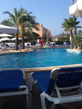 Hotel Cala Bona: Cala Bona, by the Pool