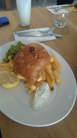 Godolphin Arms Restaurant: Fantastic fish and chips with the best beer batter!