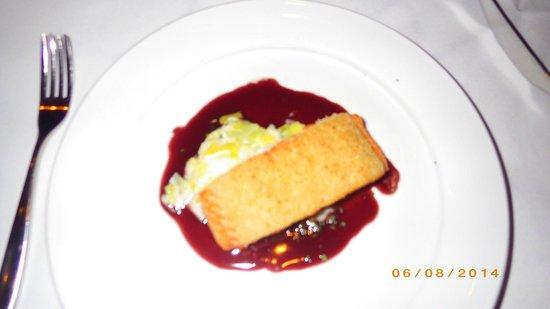 Eiffel Tower Restaurant at Paris Las Vegas : The salmon : keep away from this dish