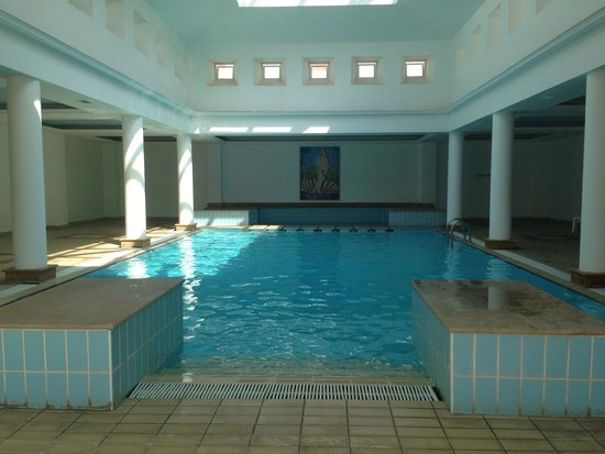 St. George Gardens Hotel Suites: Indoor pool
