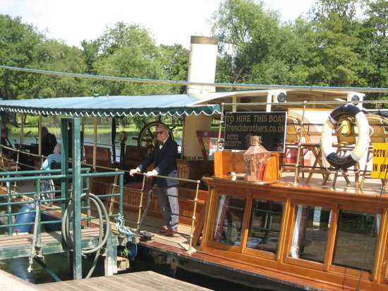 French Brothers : Boarding the SL Streatley at Runnymede