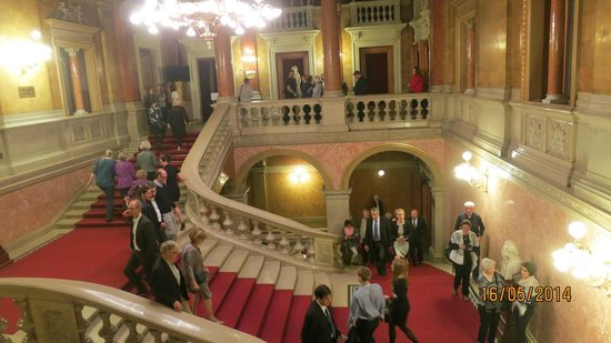 Hungarian State Opera House (Magyar Allami Operahaz) : stairs