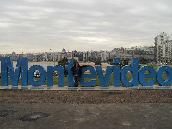 Dazzler Montevideo: paseo por la rambla ciudadde montevideo