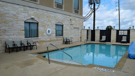 Holiday Inn Express Houston South - Pearland : Pool area