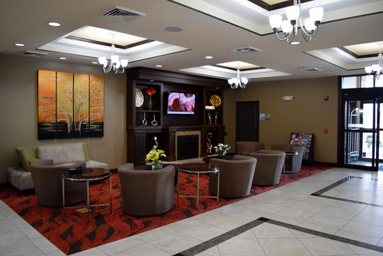 Holiday Inn Express Houston South - Pearland : Lobby lounge and television